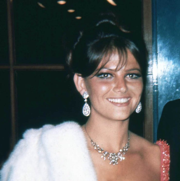 CLAUDIA CARDINALE - 15 Hairstyles