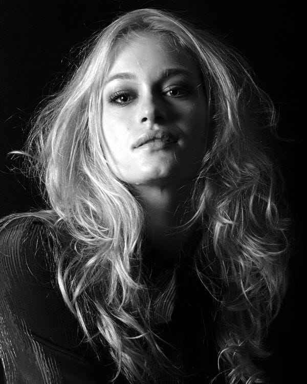 Leven Rambin Photoshoot Picture of leven rambin