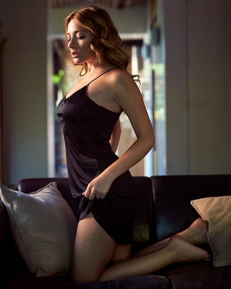 Stephanie Allynne photos
