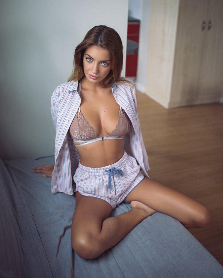 UnderMyAsscom  Under Girls Sexy Asses  Female Butts