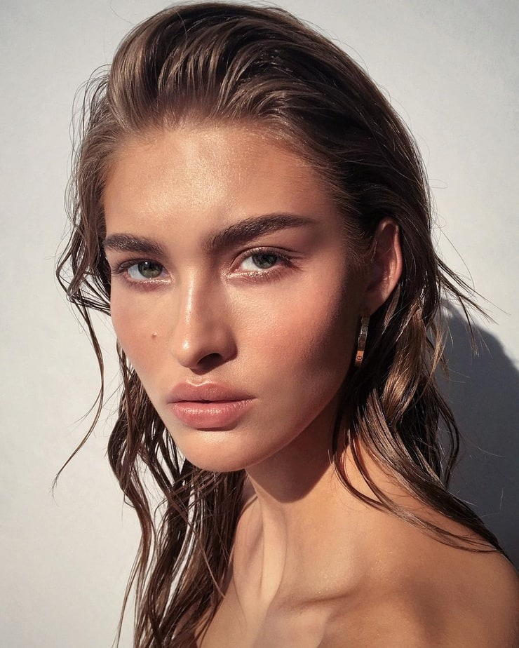 Grace Elizabeth Nude Photos 10