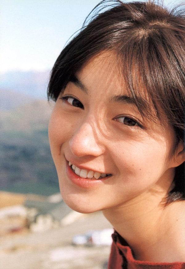 Ryoko Hirosue official
