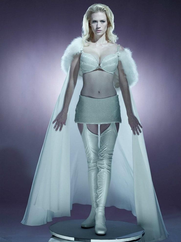 Emma Frost (January Jones)
