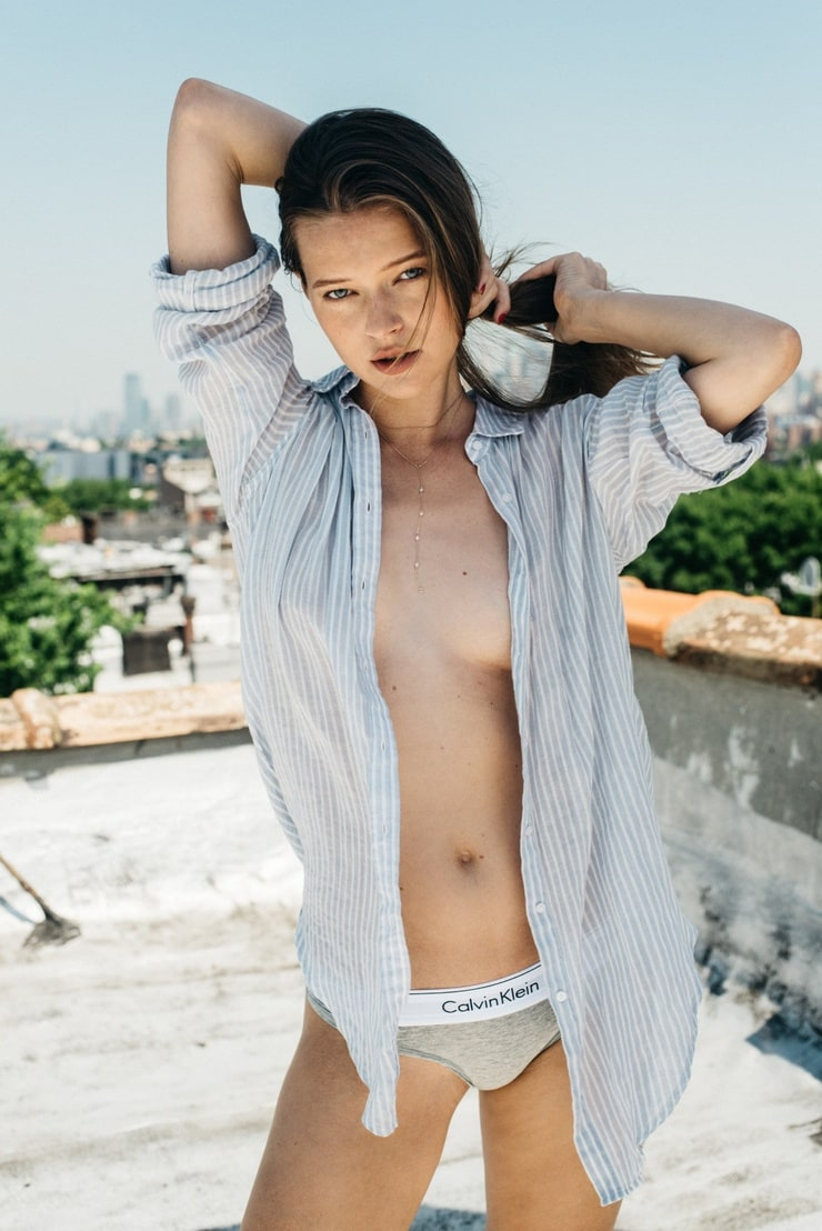 Nude women desktop wallpaper