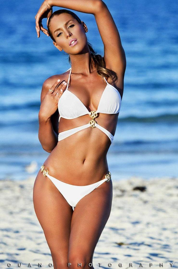 Bikini Carmen Carrera