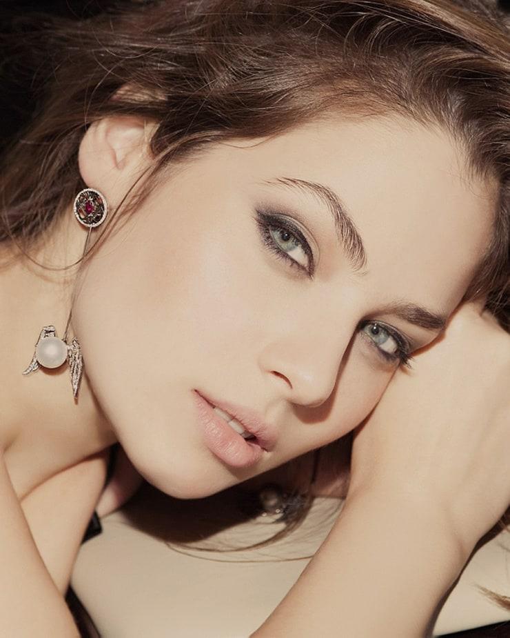 Yuliya Snigir Nude Photos 2