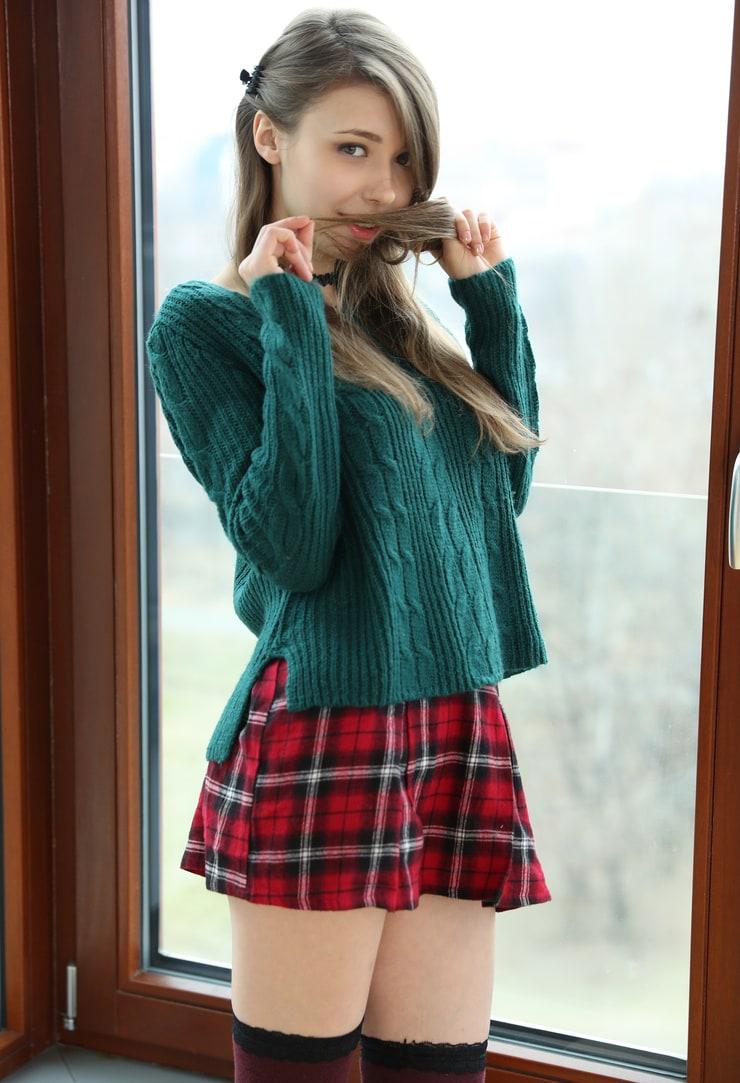 Mila Azul, hermosa ucraniana de 19 años que hace esas cosas