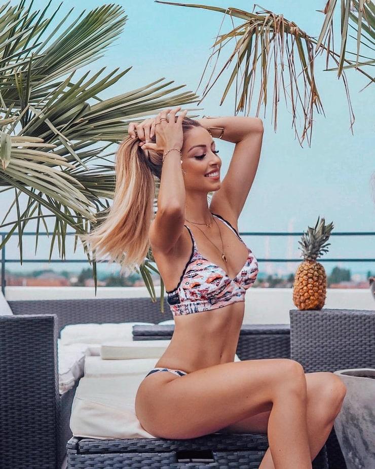 Caroline Einhoff