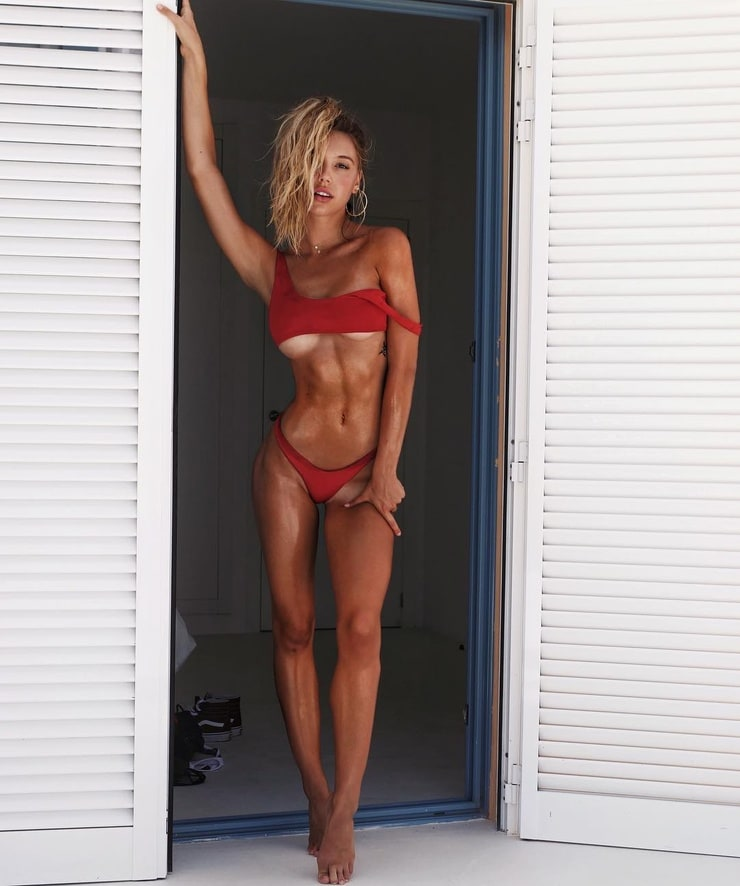 Alexis Ren