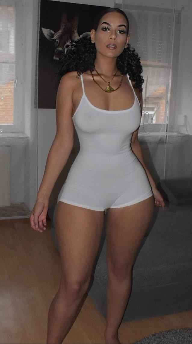 lesbian strap thick