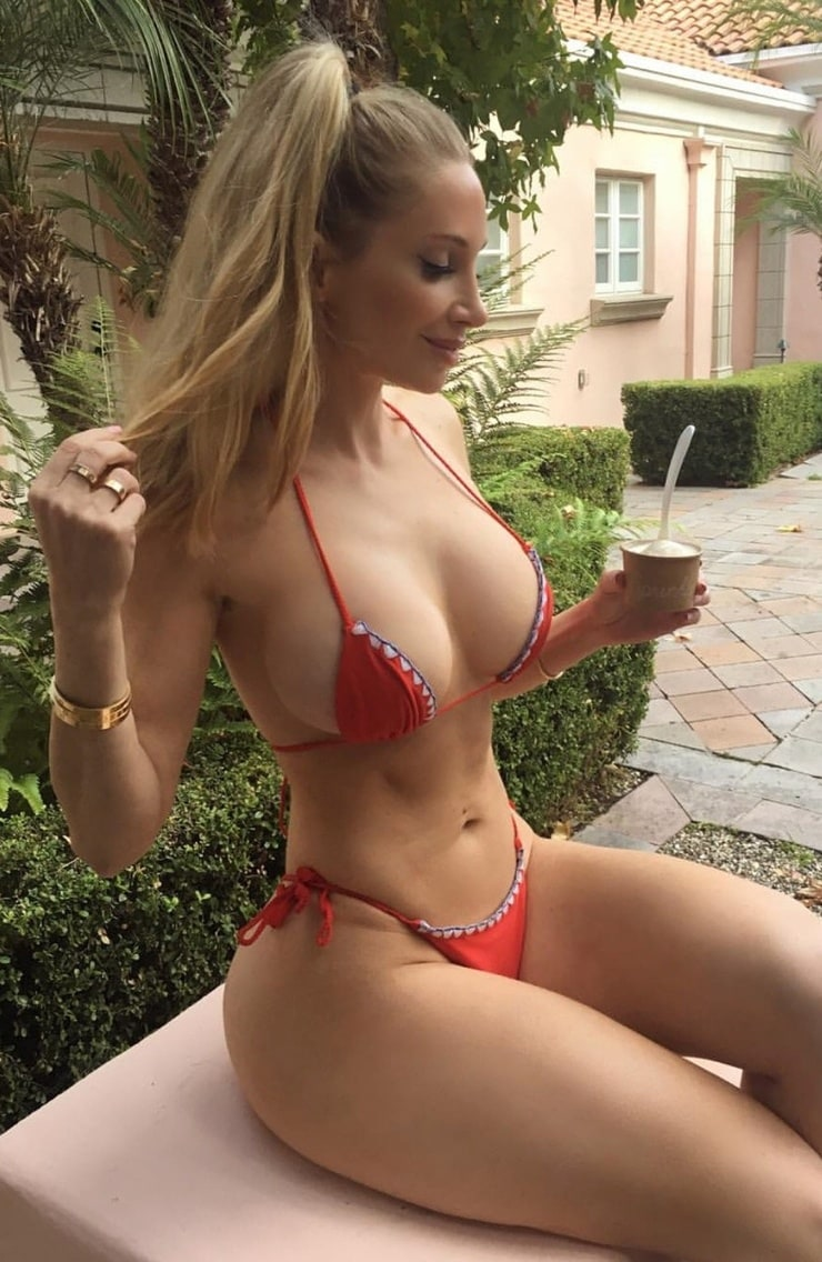 Amanda Lee (I)