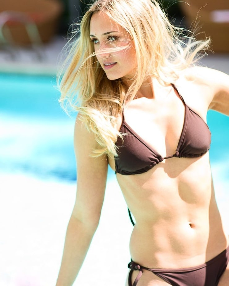 Sexy Naomi Kyle