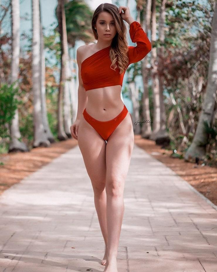 Jesenia Cheveria naked 314