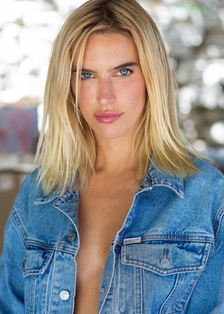 Chloe Holmes naked 7