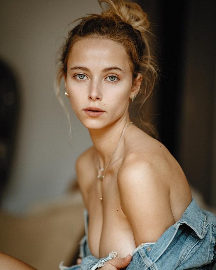 Coline Aulagnier Nude Photos 29