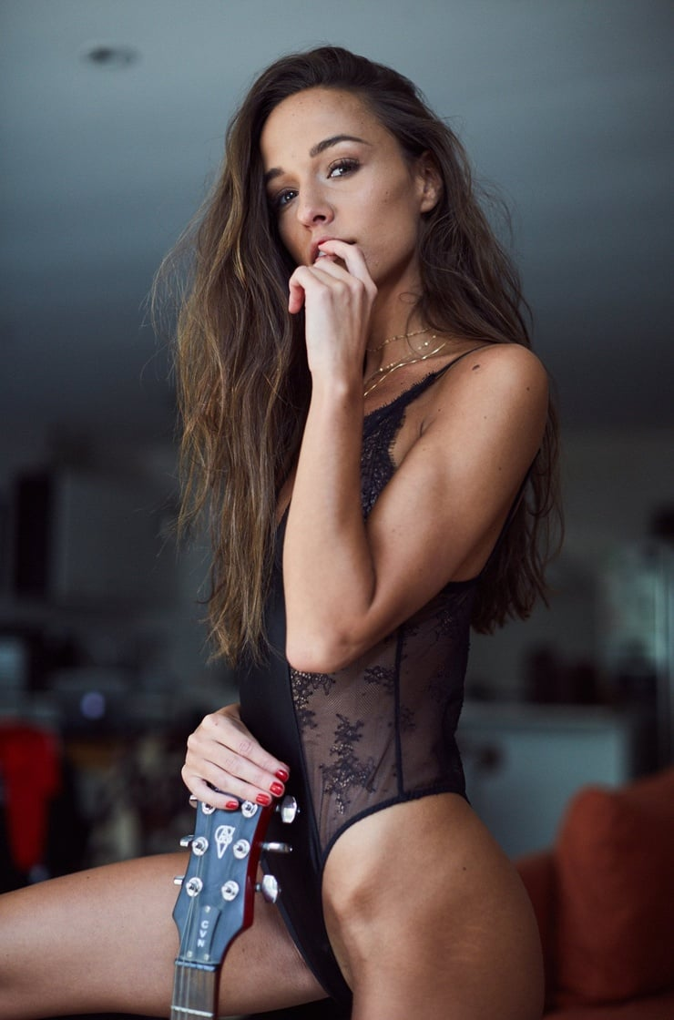 cleavage Carlota Ensenat naked photo 2017