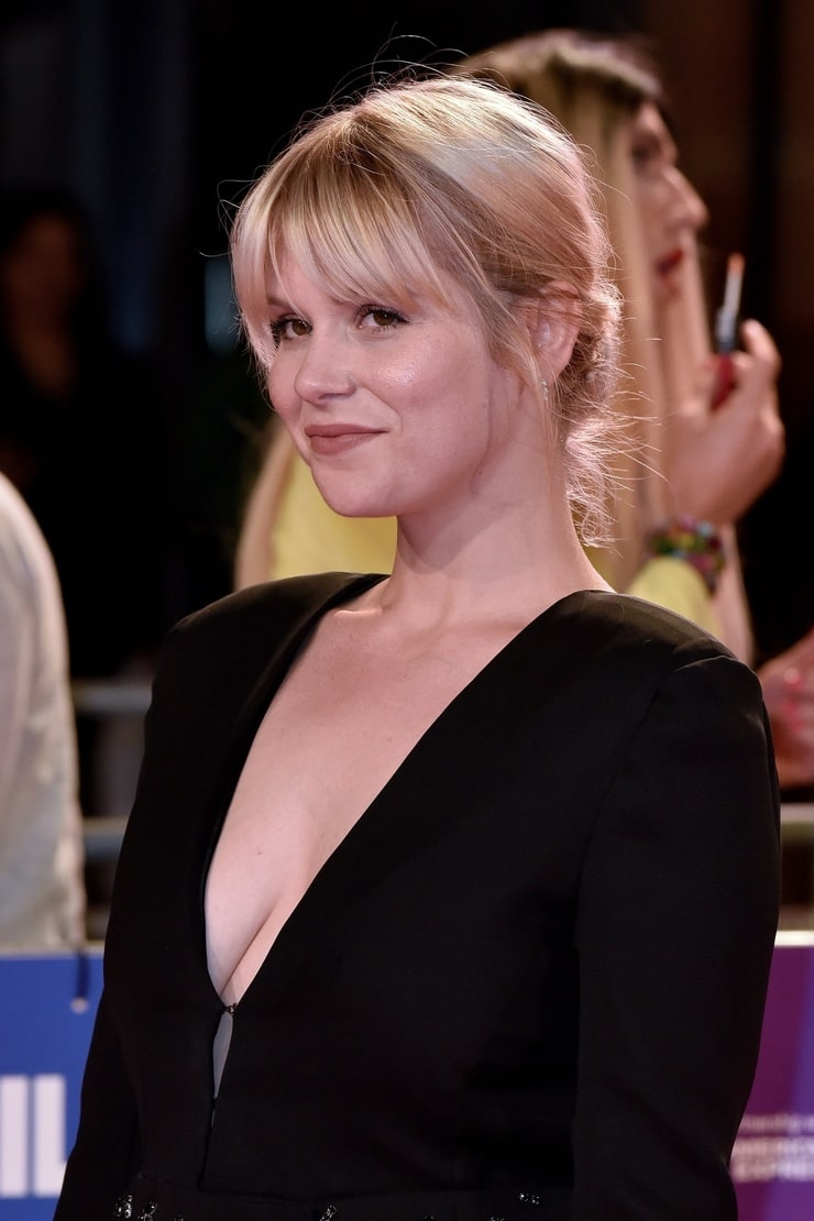 Hannah Arterton Nude Photos 73