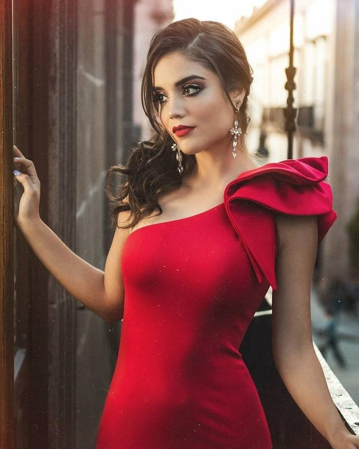 Lore Alvarado