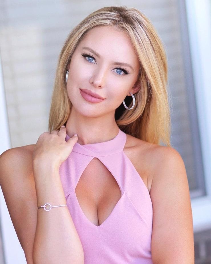 Tiffany Toth (I)