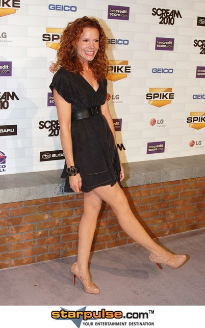 robyn lively twitter