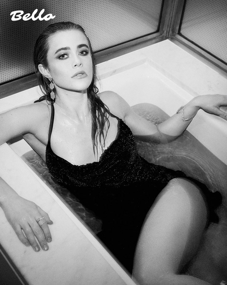 Melissa Roxburgh Sexy