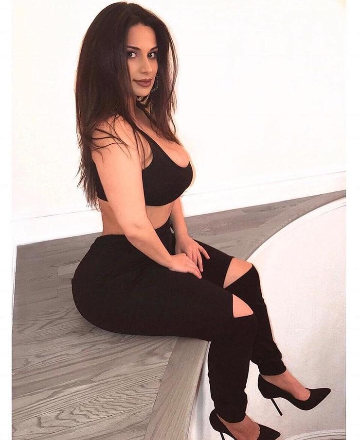 DEBATE sobre belleza, guapura y hermosura (fotos de chicas latinas, mestizas, y de todo) - VOL II 740full-sabina-chka