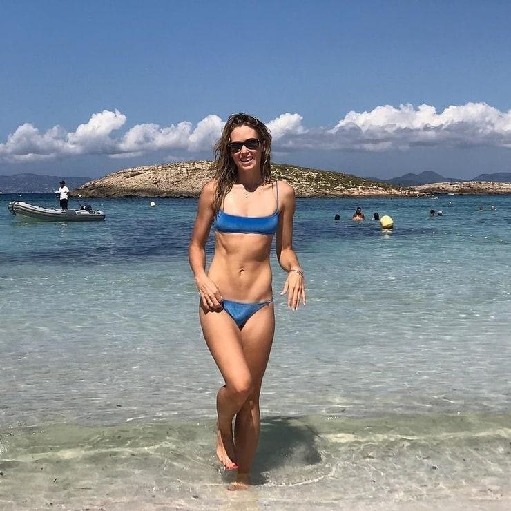 Anna Hutchison Sexy
