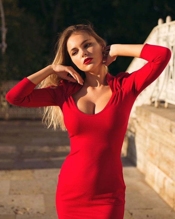 Picture of Oktyabrina Maximova