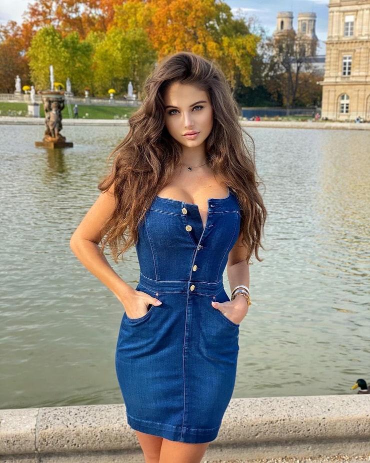 Carina Zavline