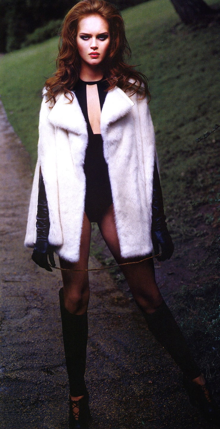 Iza Olak Nude Photos 85