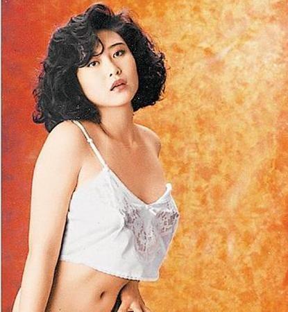 Veronica Yip Nude Photos 32