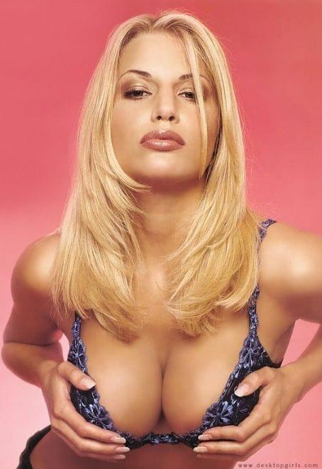 charlie-o-neale-naked-pics-nude-busty-xxl-girls