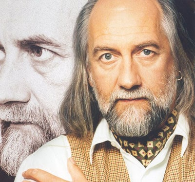 The 70-year old son of father John Joseph Kells Fleetwood  and mother Bridget Maureen Fleetwood, 177 cm tall Mick Fleetwood in 2017 photo