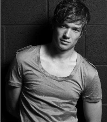 ed speleers alice in wonderland