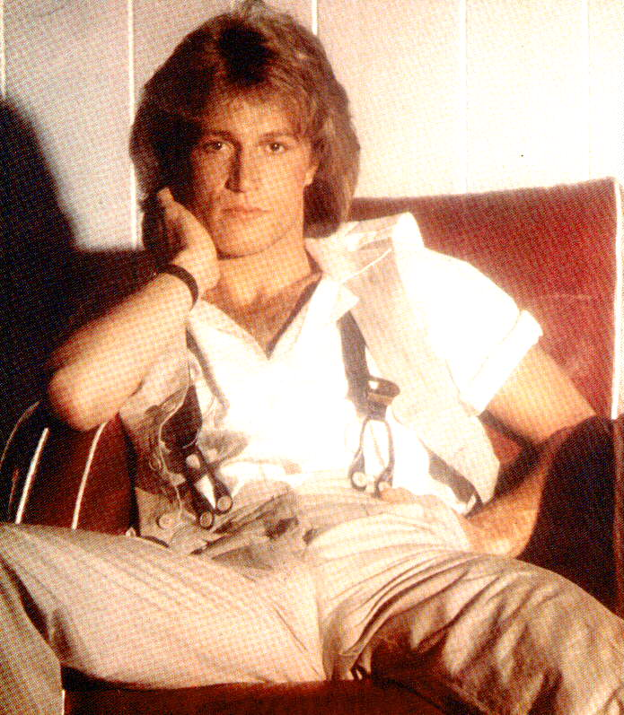 Who did andy gibb date in Sydney