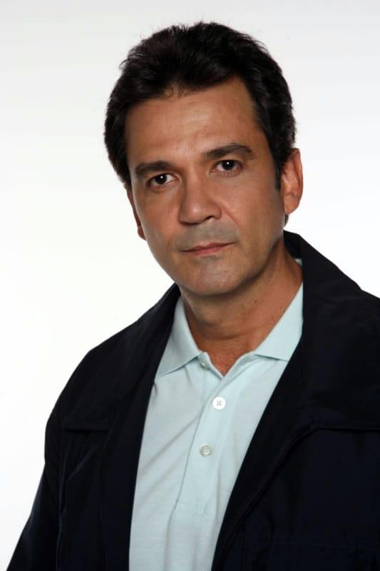Luis Gerardo Nuñez (Valencia, Carabobo, 21 de abril de 1961) es una actor y cantante venezolano. - 600full-luis-gerardo-n%2525C3%2525BA%2525C3%2525B1ez