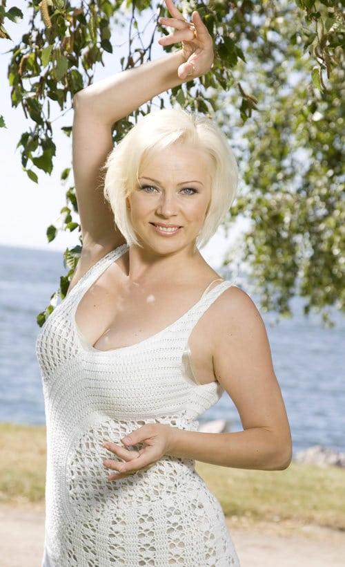 Helena Ahti Hallberg Alasti