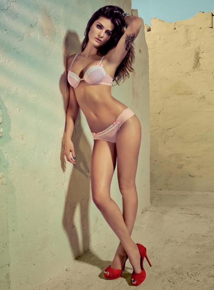 Hot fontana Model isabeli