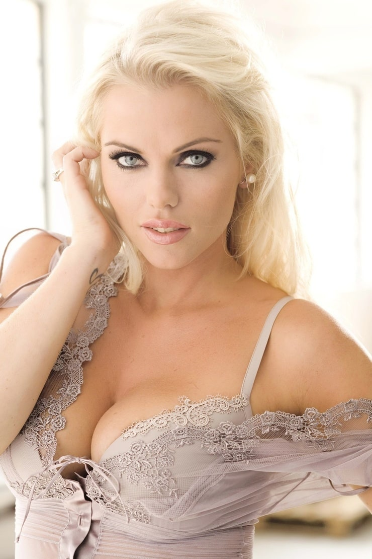 Cleavage Asdis Ran nude photos 2019