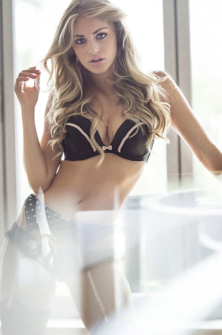 Alli Kinzel Nude Photos 17