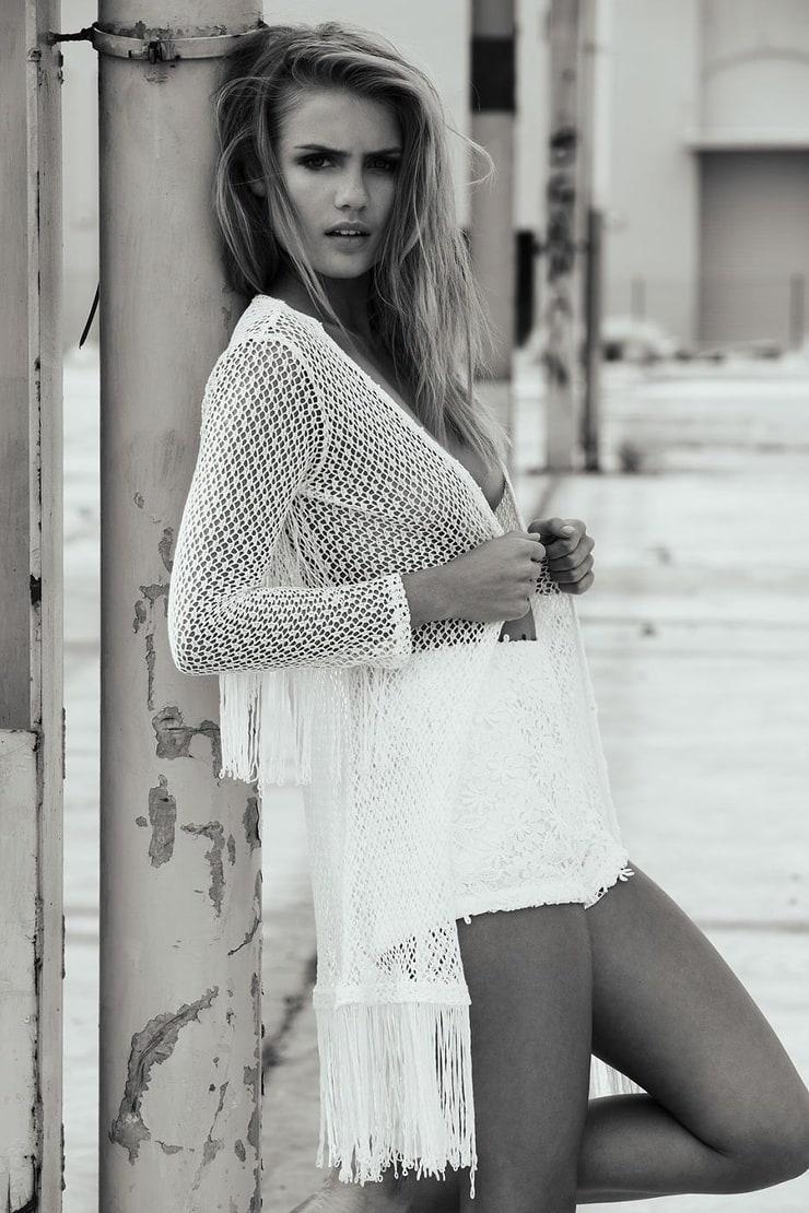 Elyse Knowles-