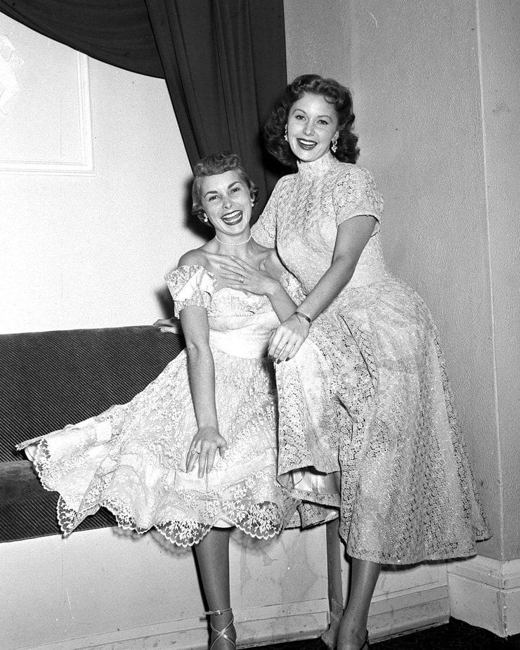 Rhonda Fleming Leggy: Janet Leigh & Rhonda Fleming