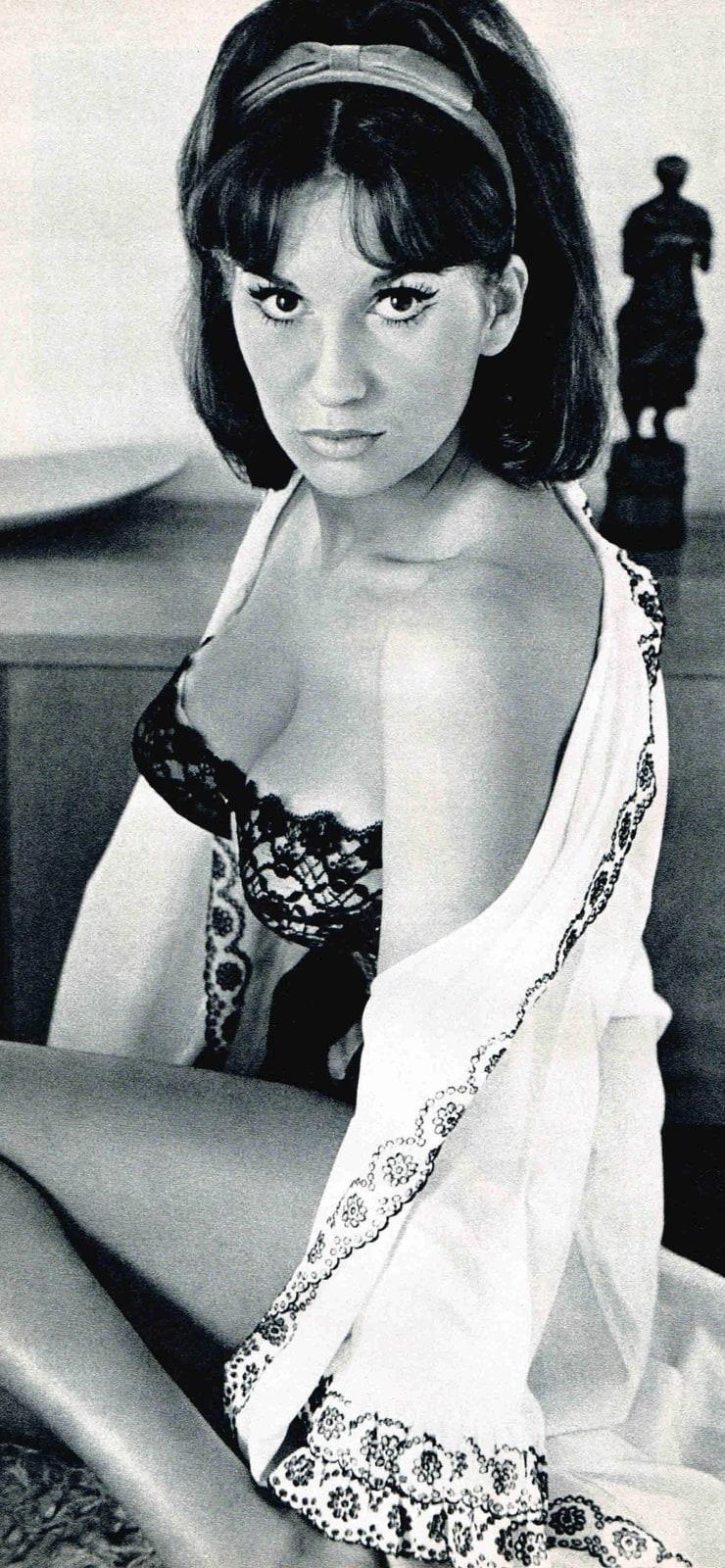 Yvonne Romain Nude Photos 99