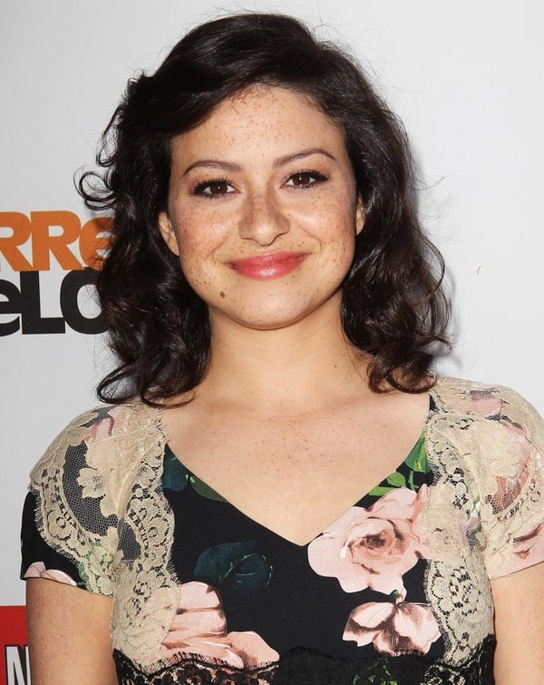 The 27-year old daughter of father Tony Shawkat and mother Dina Burke, 166 cm tall Alia Shawkat in 2017 photo