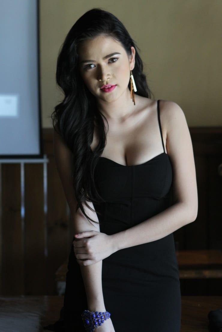 Bela Padilla Nude Photos 10