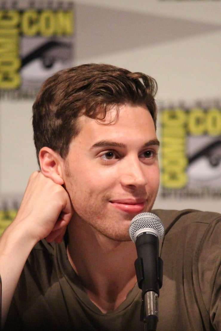 Picture of Jordan Gavaris