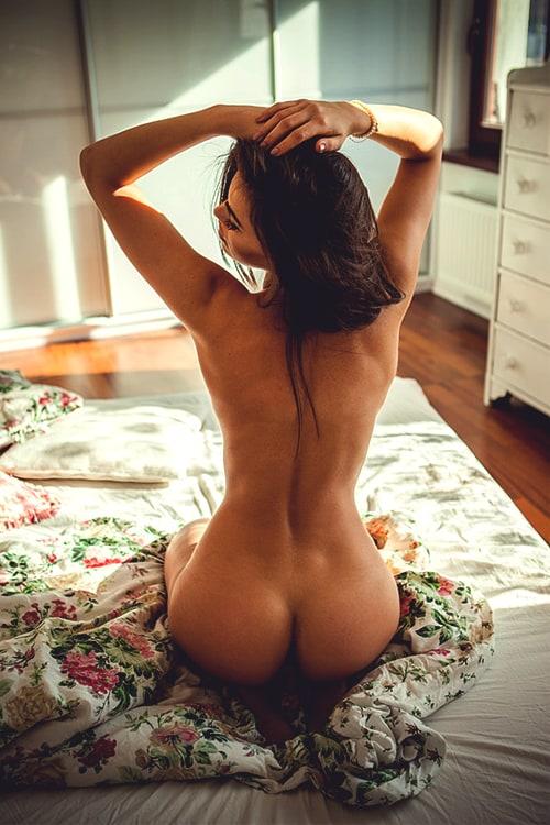 фото красивых девушек голых сзади
