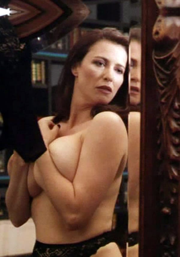 Maria bellucci shows of her body to her 7