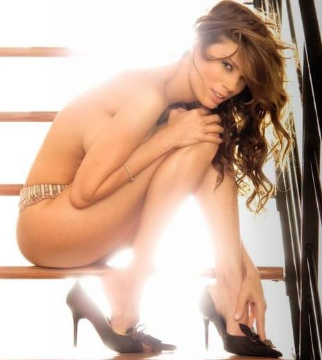 jennifer aniston striptease nude