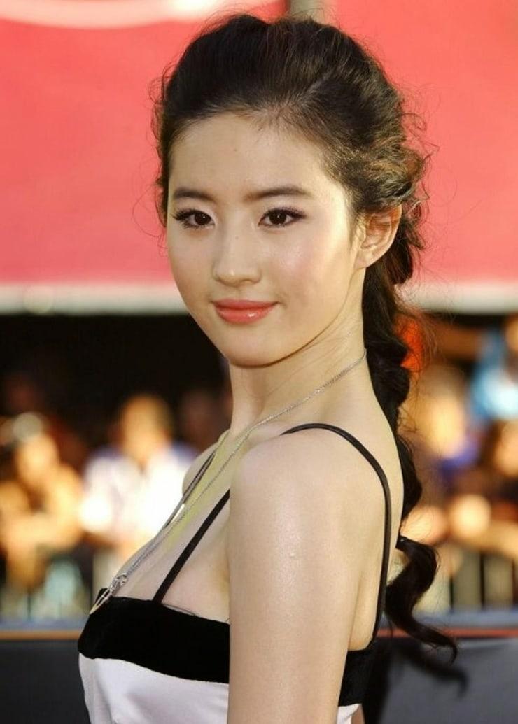 Yifei Liu Nude Photos 23